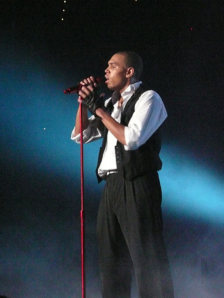 450px-Chris_Brown_singing_at_Brisbane_Entertainment_Centre_2