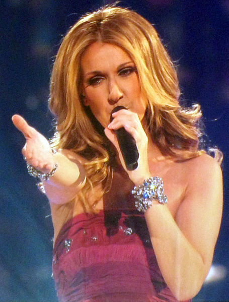 455px-Celine_Dion_Concert_Singing_Taking_Chances_2008