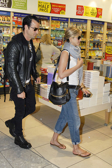 Jennifer-Aniston-Justin-Theroux-Pictures-Leaving-Heathrow