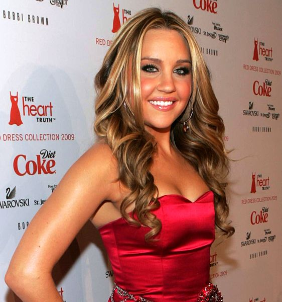 562px-Amanda_Bynes_on_the_Red_Carpet_(cropped2)