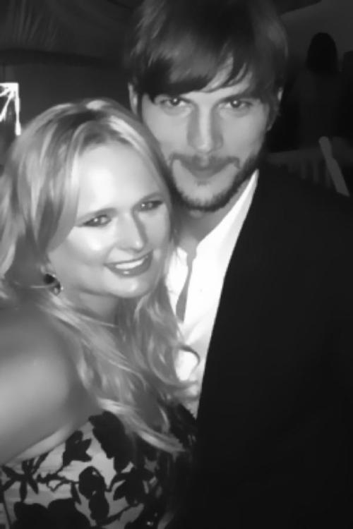 Ashton Kutcher & Miranda Lambert Make Up And Get Cosy!