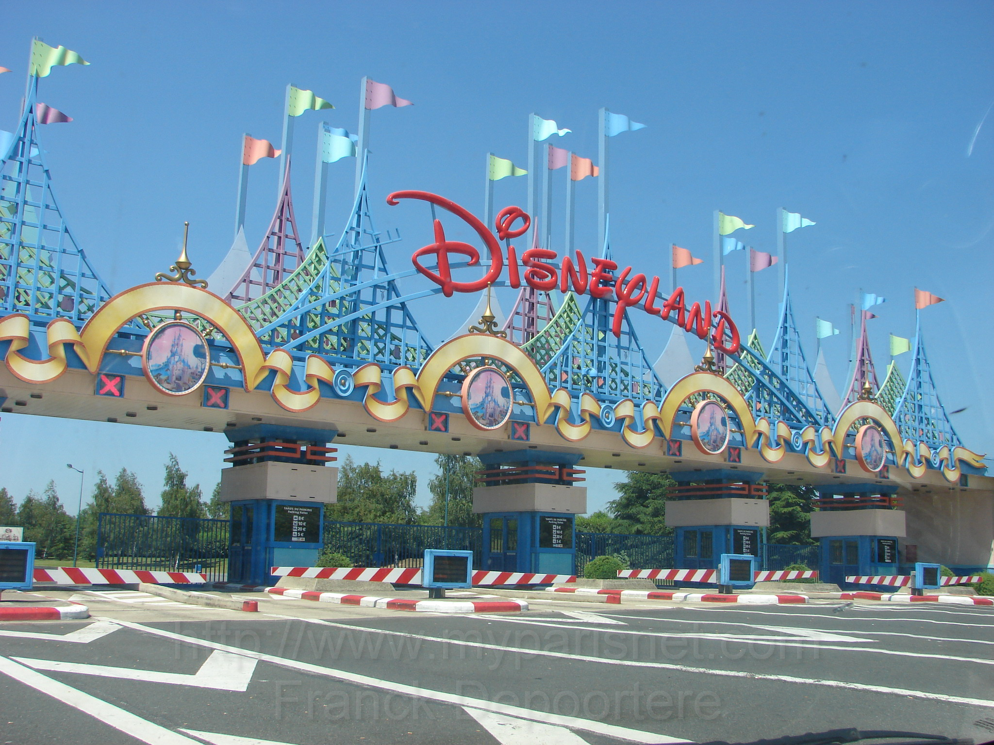 Disneyland Paris Characters Walk Out After Harassment