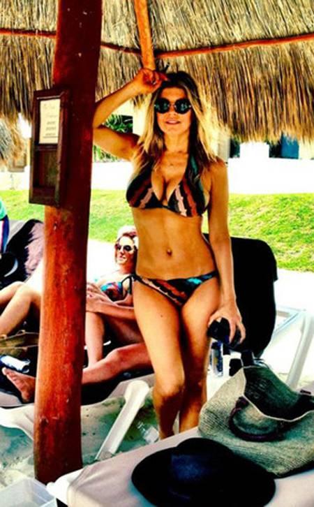 Fergie Tweets Sexy Near Naked Bikini Pic!