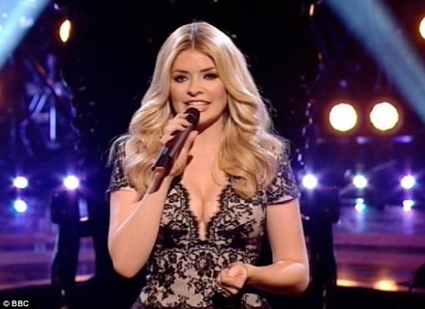 Holly Willoughby Shows Off Her Cleavage Again On The Voice