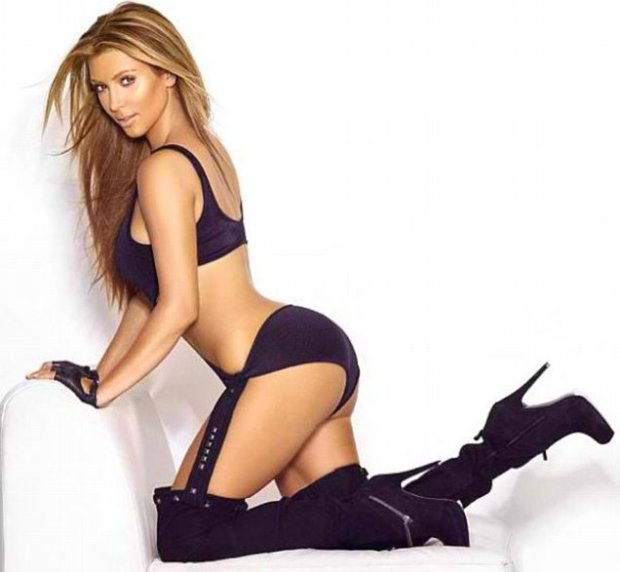 Kim Kardashian Tweets A Sexy Smoking Hot Photo Of Her Blonde