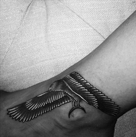 rihanna-eagle-tat__oPt