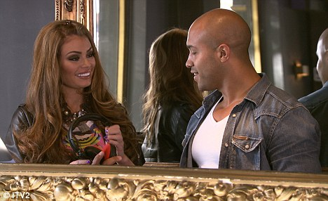 Chloe Sims may have finally found a new man in Daryl 2