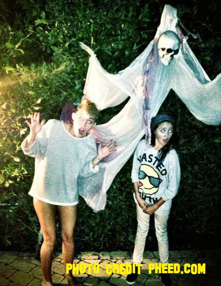Miley Cyrus Gets Ready For Halloween Early!
