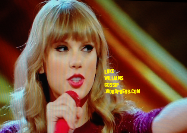 Taylor Swift Performs On X Factor's Live Results Show 2