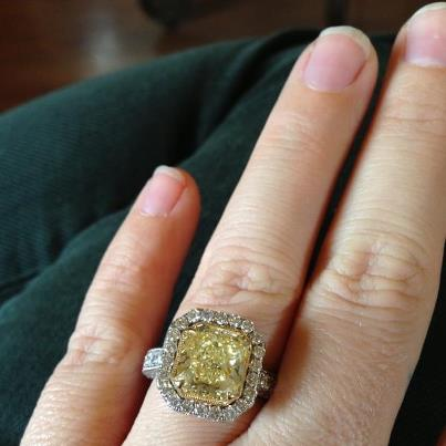 Kelly Clarkson Shows Off Her Engagement Ring