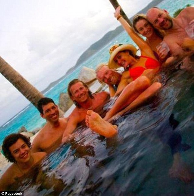 Harry styles parting in a hot tub with girls before he for Hot tub styles