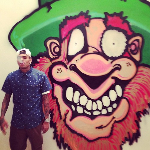 Chris Brown Paints Graffiti For Charity