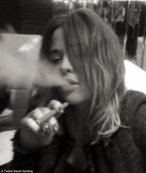 Girls Aloud Singer Kimberley Walsh Post Photo On Twitter Of Her Smoking A eShish