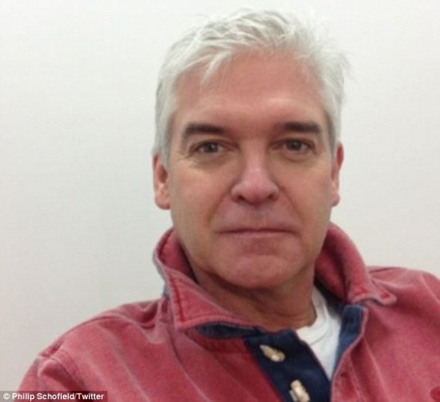 Phillip Schofield Tweets Photo Showing What He Look's Like Without Make-Up