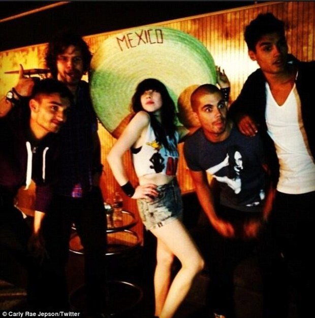 Carly Rae Jepsen Parties With The Wanted