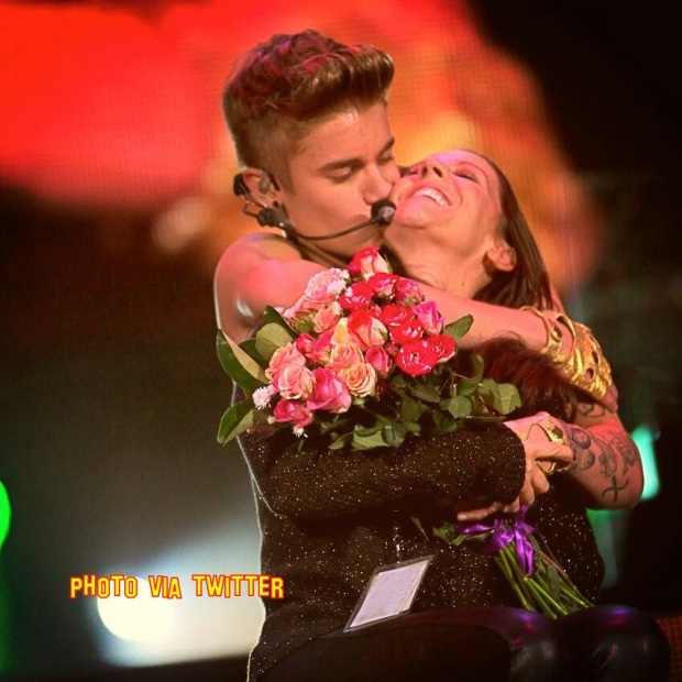 Justin Bieber Takes His Mum On Stage For Mothers Day