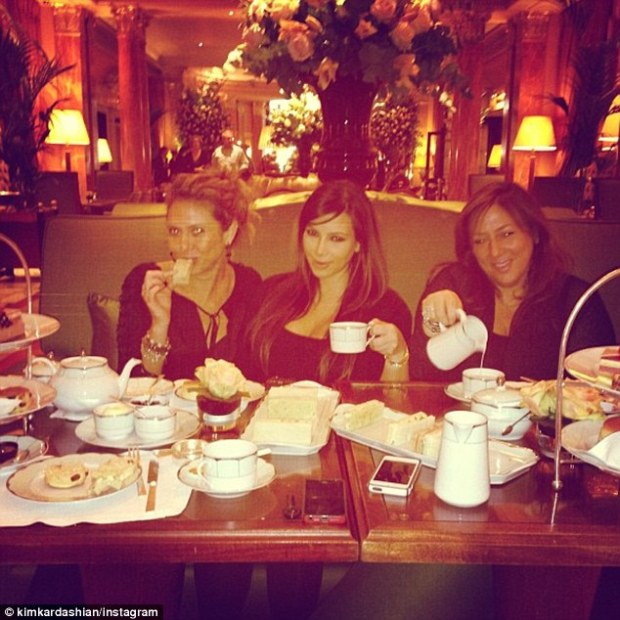 Kim Kardashian Has Tea And Scones In London