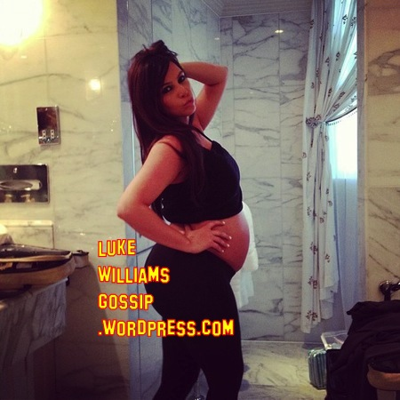 Kim Kardashian Shows Off Her Baby Bump!