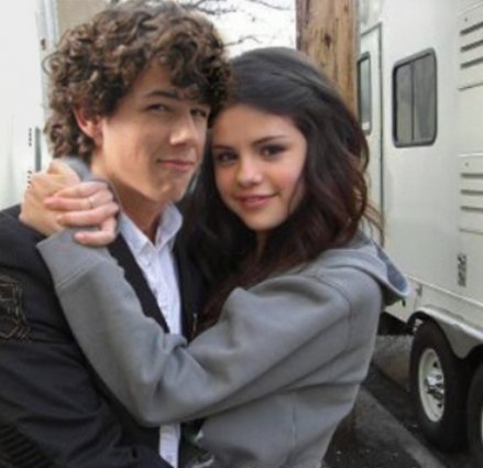 Selena Gomez Was Getting Really Close To Ex-Boyfriend Nick Jonas At The Teen Choice Awards!